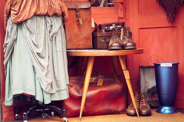 Come aprire un negozio di vestiti vintage - comeaprire.it adb777127f7